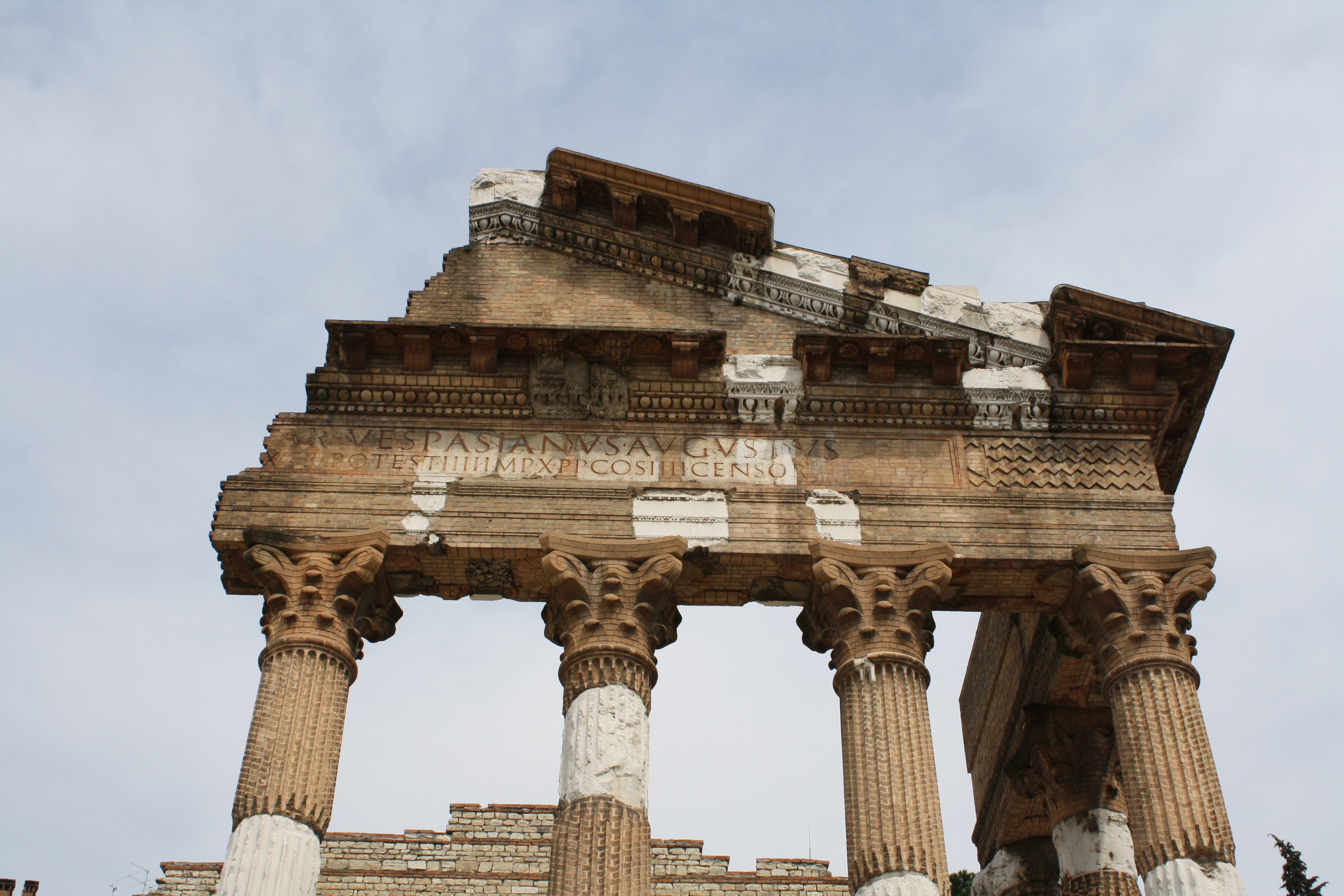 ancient classical architecture Neoclassical architecture describes buildings that are inspired by the classic architecture of ancient greece and rome in the united states, it describes the important public buildings built after the american revolution, well into the 1800s.
